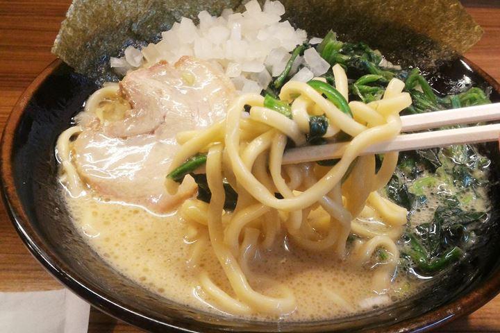 Soy Sauce Ramen with Spinach 醤油ラーメン ほうれん草 - ICHIKAKUYA Yokohama Iekei Ramen 横浜家系ラーメン 壱角家
