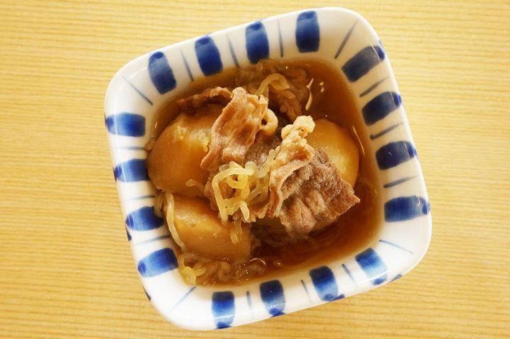 Japanese Potato and Meat Stew 肉じゃが - MAIDOOOKINI SHOKUDO まいどおおきに食堂