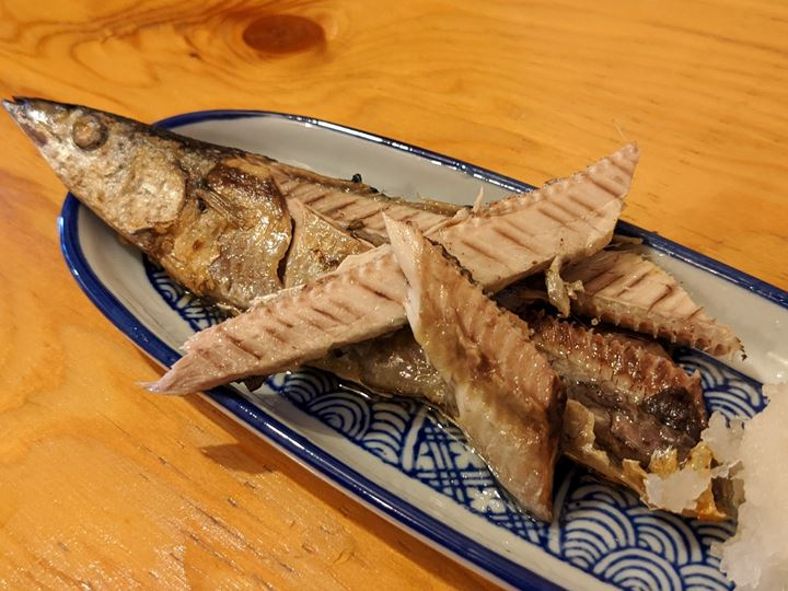 Grilled Pacific Saury and Tempura さんま塩焼と天ぷら - Standing Bar KAMIYA 立ち呑み かみや