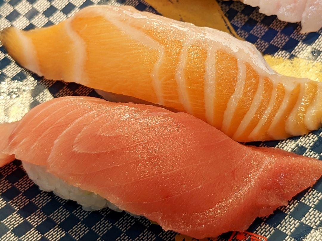 Fatty Fish 3-Piece Set とろ3カン 本まぐろ中とろ とろびんちょう とろサーモン Sushi CHOUSHIMARU すし 銚子丸 - 回転寿司 鮨