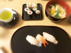 寿司と緑茶と味噌汁