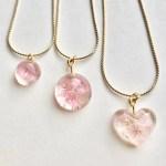 桜色の花のクリスタルネックレス