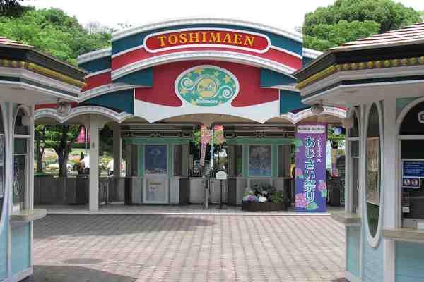 Cosplay Game Around Japanese Theme Park