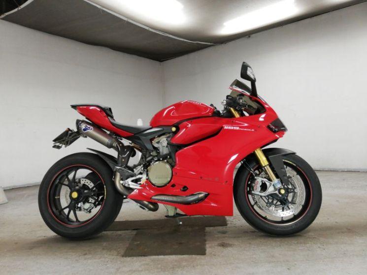 ducati-bike-1199panigale-red-70312365470-1