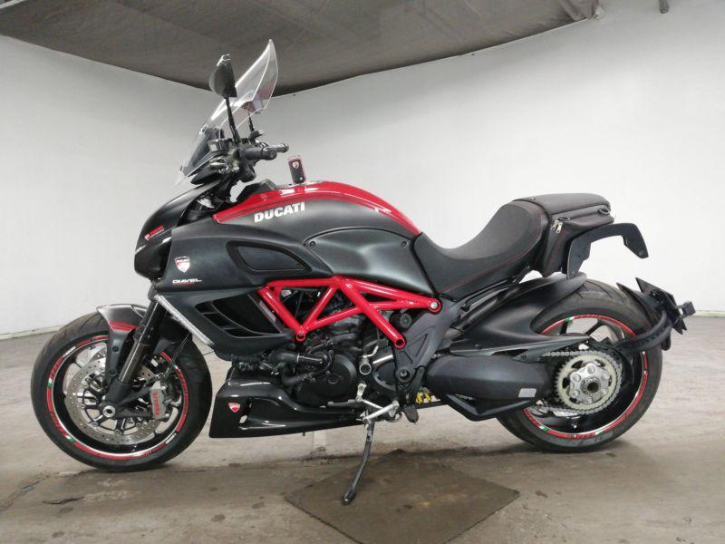 ducati-bike-diavel-carbon-grayred-70312365467-2