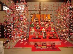 静岡県稲取、雛のつるし飾り。雛人形もその起源は形代にある。