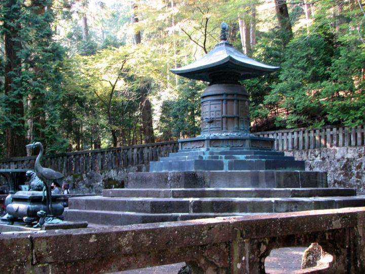 Grave containing Tokugawa Ieyasu's remains.