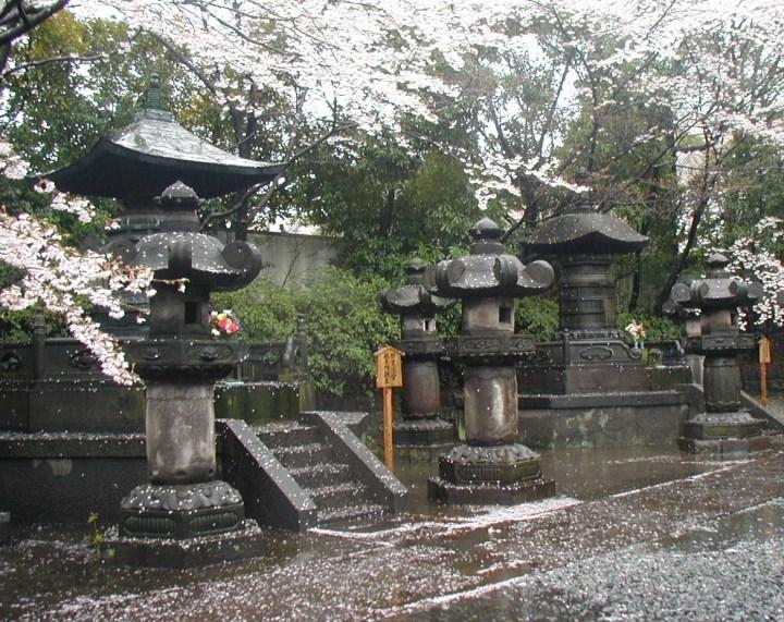 Princess Kazunomiya and Shogun Iesada's 2-story pagoda style urns as they are today at Zojo-ji.