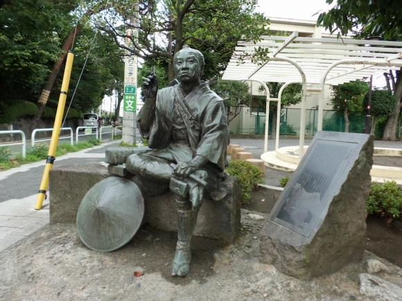 Statue of an Edo Period traveler commemorating the the Oyama Kaido.