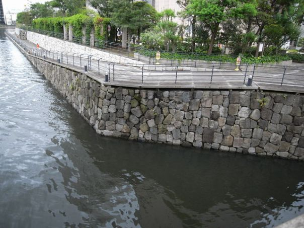 The stone walls of Battery #4 were recycled to decorate Tenozu Aisle Boardwalk.
