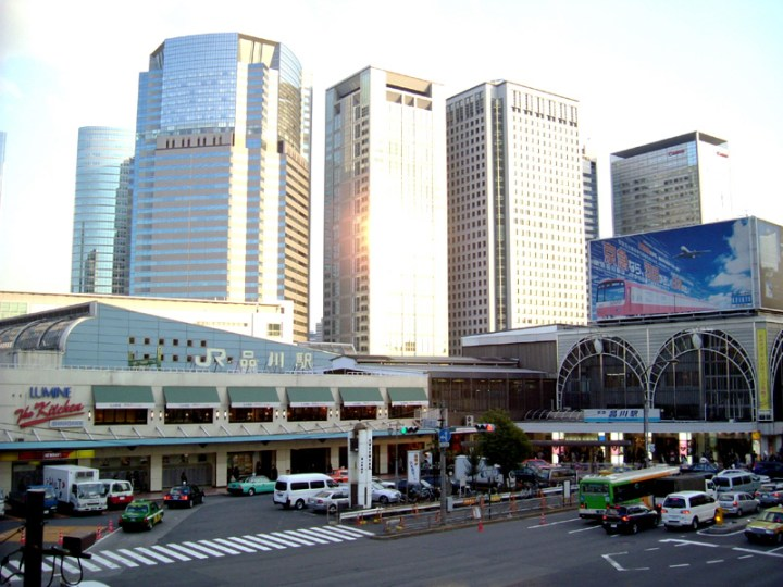 A view of Shinagawa Station today. Those skyscrapers are built on landfill. That was the bay in the Edo Period.