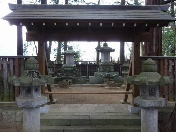 The grave of Yanagisawa Yoshiyasu (Matsudaira Tokinosuke).  Located in Kōfu.