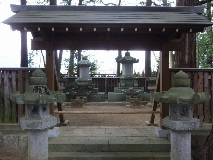 The grave of Yanagisawa Yoshiyasu (Matsudaira Tokinosuke).  Located in Kōfu.