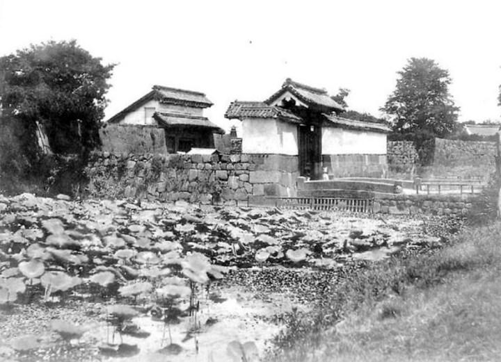 Yamashita Gate seems to have been disused in the Bakumatsu. Uchisaiwaicho.