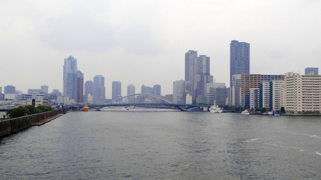 Kachidoki Bridge crossing the mouth of the Sumida River. (Click the picture to read more about this photo.)