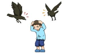 鳥に襲われる子供