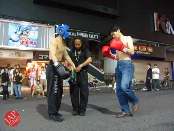 Exciting real street fight show at dangerous town, Kabukicho (29)
