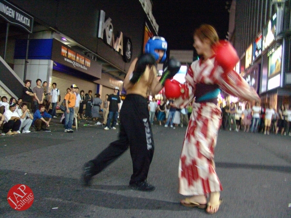 Exciting real street fight show at dangerous town, Kabukicho (17)