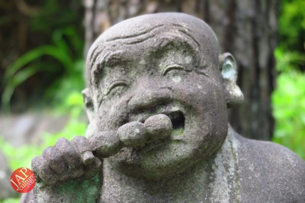 Nose-picking Buddha accept your prayer request with drunken Buddh0004