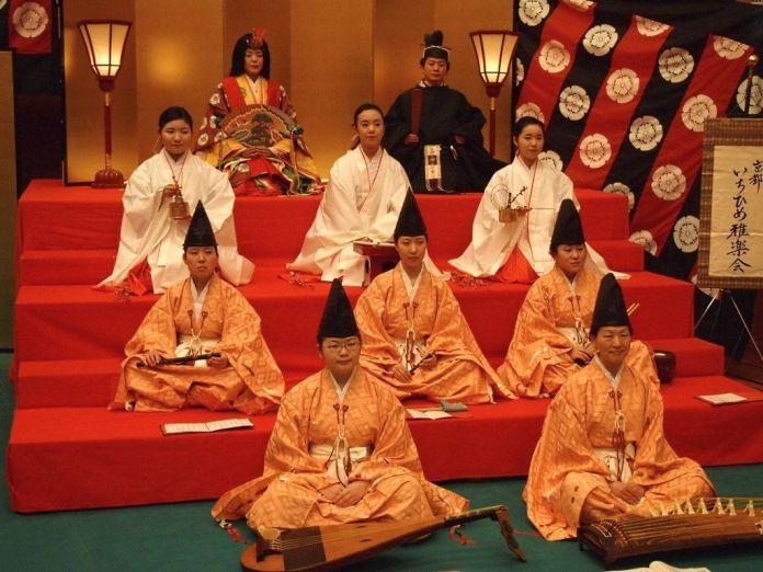 Festivales de Japón: El Hiina Matsuri (ひいな祭) es un festival celebrado el 3 de marzo en un pequeño santuario de Kioto con motivo de la festividad del Hinamatsuri en Japón.