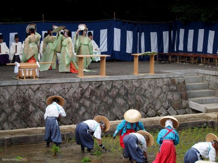 Festivales de Japón: Tauesai o festival de plantación del arroz, en Fushimi Inari Taisha (cerca de Kioto)