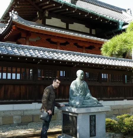 Visitando las tumbas de los 47 rōnin (templo Sengaku-ji, Tokio)