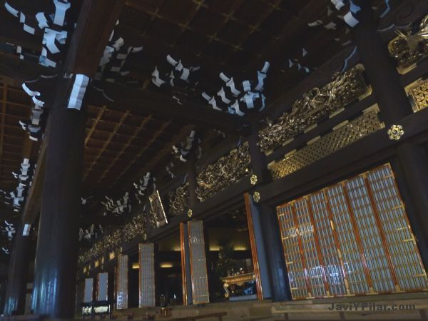 Interior del Higashi Honganji (東本願寺). Kioto