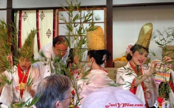 """""""Festival del décimo día de Ebisu"""" (十日えびす大祭, leído """"tōka ebisu taisai"""") o Festival de los Negocios, en el santuario Imamiya Ebisu de Osaka"""