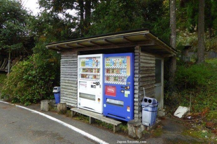 Máquinas de bebidas en el Camino de Kumano