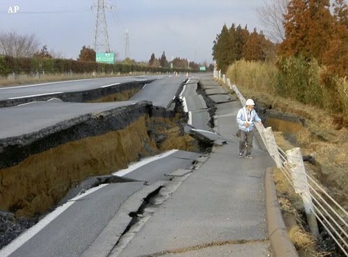 Carretera a Naka (Japón) tras el seísmo del 11 de marzo de 2011