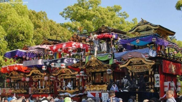 Festivales de Japón: Chiryū Matsuri, un festival celebrado en la prefectura de Aichi, donde unas preciosas y pesadas carrozas son empujadas por hombres en una espectacular procesión