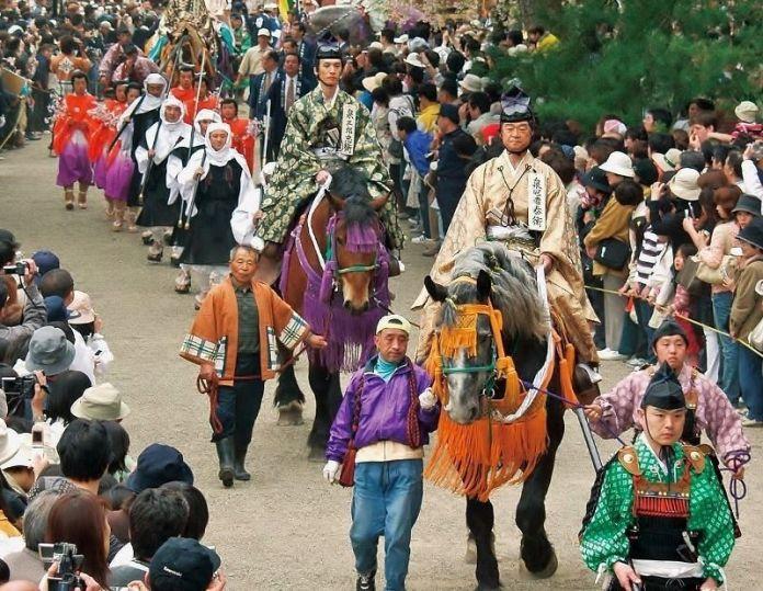 """Festivales de Japón: el """"Aki No Fujigawara Matsuri"""" (秋の藤原まつり) o """"Festival de Otoño de Fujigawara"""", en Hiraizumi (平泉町)en la prefectura de Iwate."""