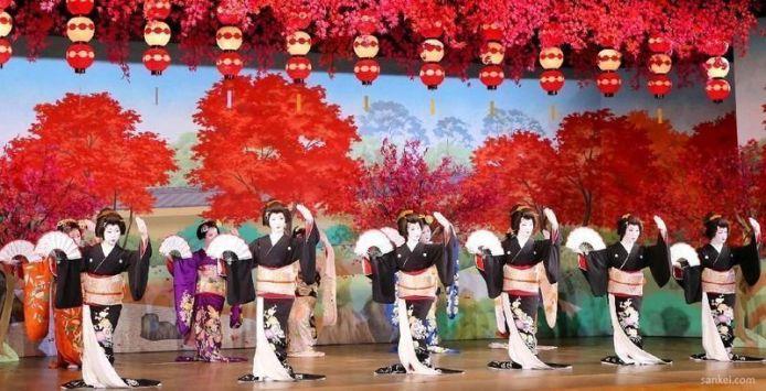 Festivales de Japón: baile Gion Odori en Kioto, los primeros diez días de noviembre en el teatro Gion Kaikan