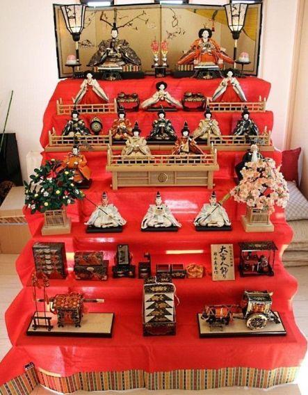 """Hina Dan para las muñecas japonesas """"hinaningyō""""(雛人形) utilizadas durante el """"Hina Matsuri"""" (雛祭)"""