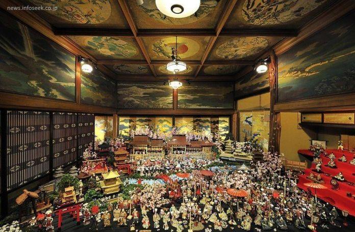Impresionante vista general del Hyakudan Hina Matsuri (百段雛まつり), del Meguro Gajoen (目黒雅叙園)