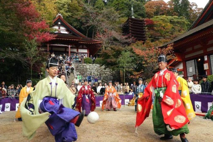 Festivales de Japón: el Kemari Matsuri (けまり祭) en el santuario Tanzan de la prefectura de Nara