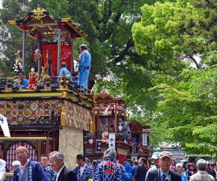 Teatro karakuri en el festival Mino Takehana Matsuri (美濃竹鼻まつり) de Gifu
