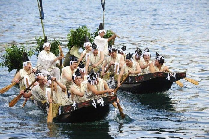 Festivales de Japón: el Morotabune Shinji(諸手船神事) en la ciudad de Matsue (松江市), capital de la prefectura de Shimane