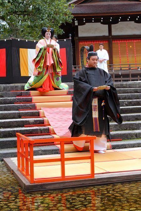 Festivales de Japón: ritual Nagashibina (流し雛) en el santuario Shimogamo (下鴨神社) de Kioto con ocasión de la celebración del Hina Matsuri o Día de las Niñas, el 3 de marzo.
