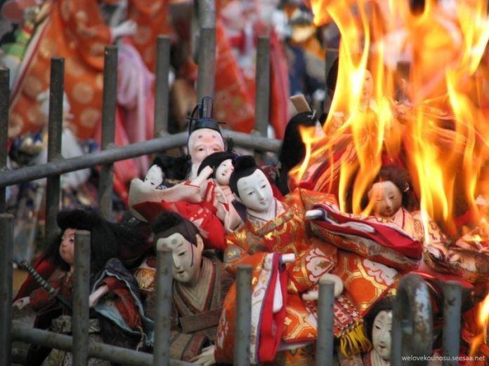 Festivales de Japón: el Ningyō Kuyo (人形供養) o Funeral de las Muñecas (Kioto, Japón)