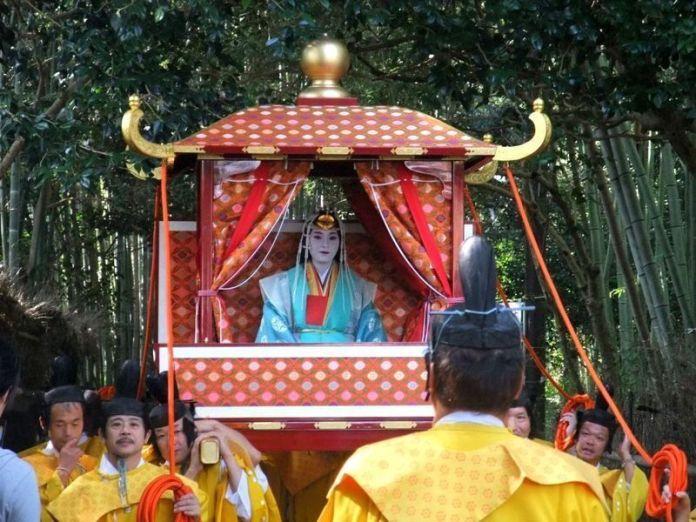 Festivales de Japón: elSaigū Gyōretsu (斎宮行列) o Procesión de la Saigūen el santuario Nonomiya, en el famoso bosque de bambú de Sagano Arashiyama, en Kioto.