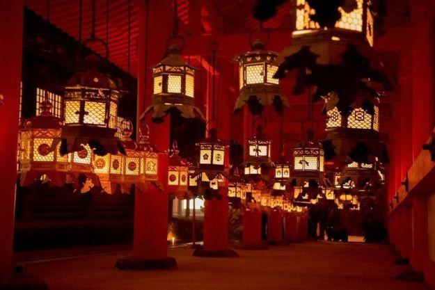 Festivales de Japón: el Setsubun Mantoro. Iluminación de los más de 3.000 faroles del santuario Kasuga Taisha de Nara