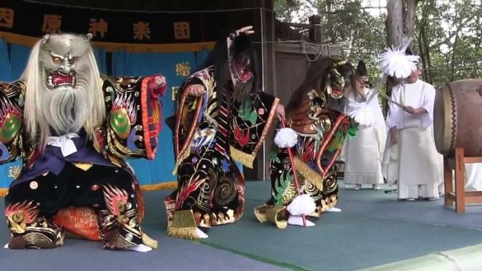 Festivales de Japón: festival de Setsubun en el santuario Taga Taisha de Taga, en la prefectura de Shiga