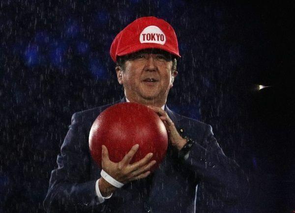 El primer ministro de Japón, Shinzo Abe, en la presentación de los JJ.OO de Tokio 2020 durante la ceremonia de clausura de Rio 2016