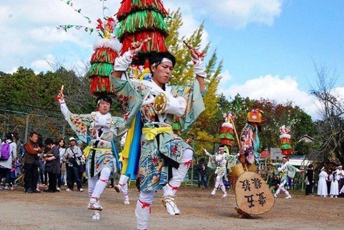 Festivales de Japón: el Tayama Hana Odori (田山花踊り) o Baile de las Flores de Tayama, en la prefectura de Kioto