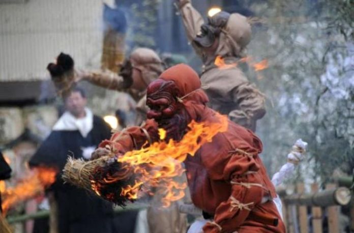 Festivales de Japón: festival Tsunaishiki en el santuario Nagata de Kobe con motivo de la festividad del Setsubun