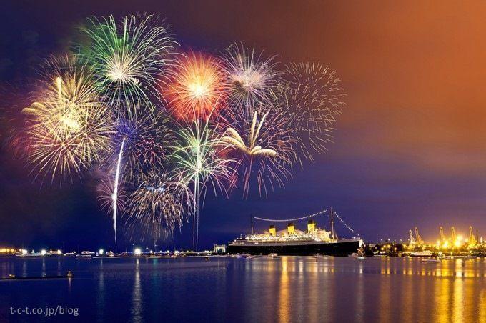 Celebración del Día del Mar (海の日) en Yokohama, con fuegos artificiales
