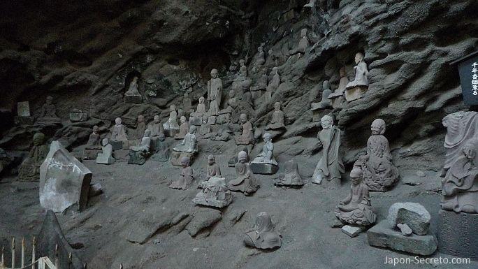 1.500 figuras de arhats talladas en el monte Nokogiri (Japón)