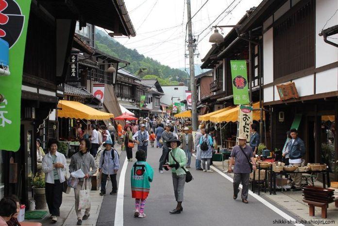 Festivales de Japón: el Kiso Shikkisai o Festival de los Lacados del Kiso, que se celebra cada año en junio en la prefectura de Nagano