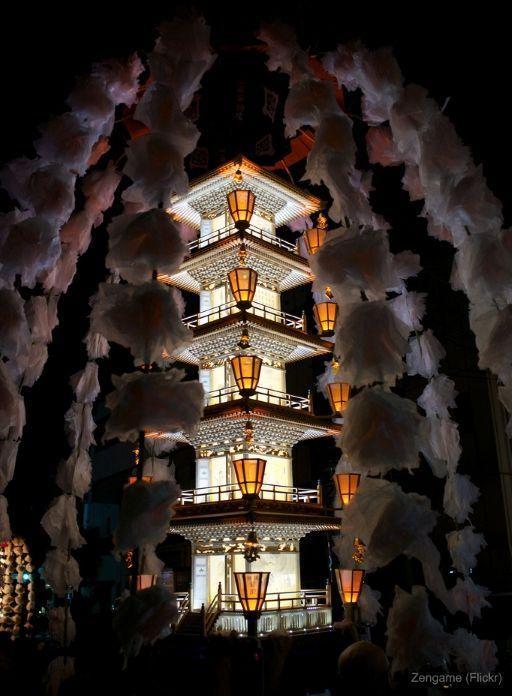 Festivales de Japón: Oeshiki, un festival nocturno de otoño celebrado en octubre en el temploIkegami Honmonji de Ota, uno de los 23 barrios de Tokio.